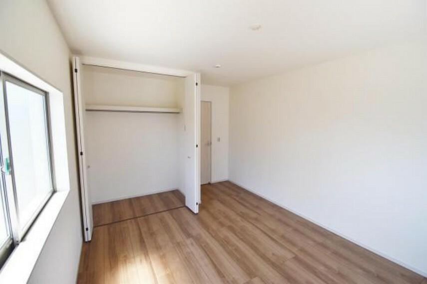 洋室 洋室 全居室収納を備えたゆとりの間取り