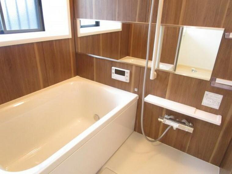 浴室 【リフォーム済】新品ハウステック製ユニットバスを設置しました。シャワーはスライドバーで高さ調整が自在。節水もできて経済的です。