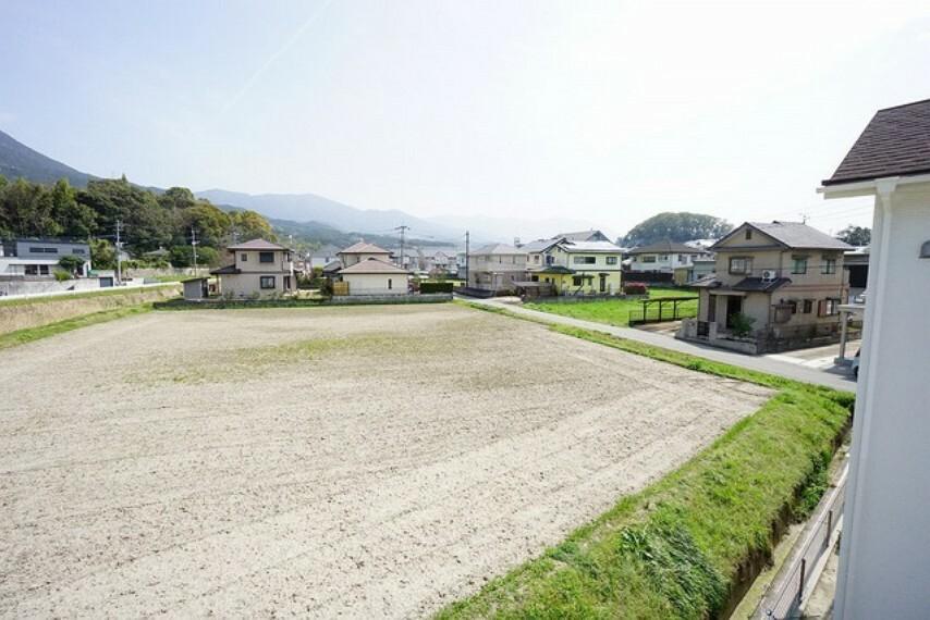 眺望 住宅地ですが周りの景色を楽しめる向きにバルコニーを配置しています。眺望良好です。