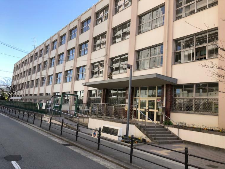 小学校 大阪市立加賀屋東小学校まで745m