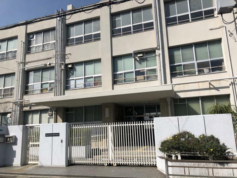 中学校 大阪市立加賀屋中学校まで270m