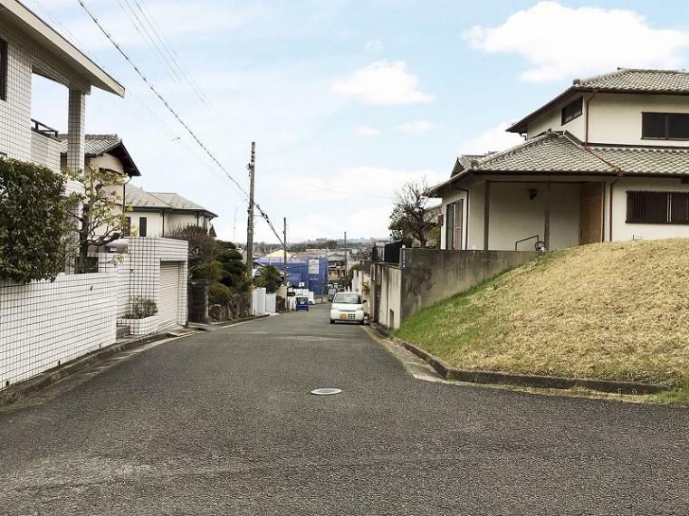 現況写真 阪奈道路富雄インターへ車で2分(660m)で、お車でのお出かけに便利です