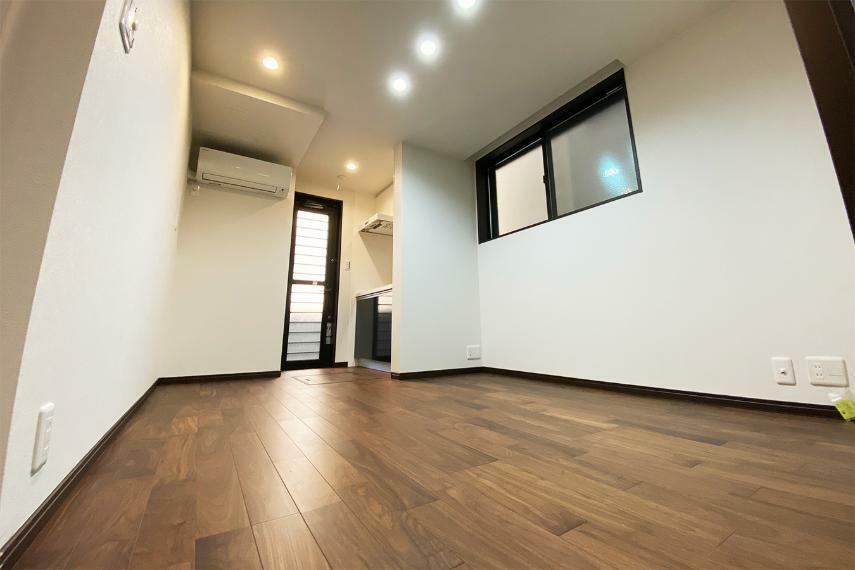 居間・リビング 1階のリビングは事務所活用にも向いています