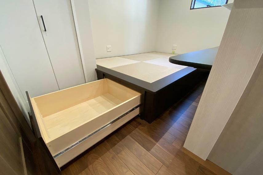 収納 2階の畳小上がりの下は収納になっています