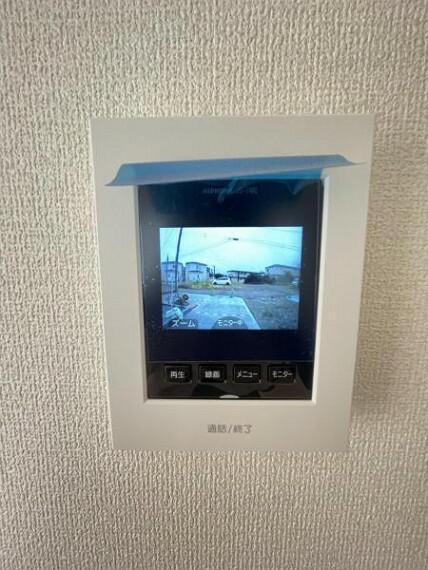 【TV付インターフォン】カラー画面で見やすく使いやすいデザイン。お子様のお留守番時にも安心!