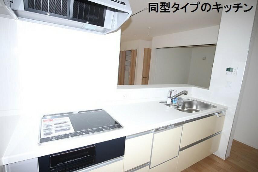 同仕様写真(内観) 同型タイプのキッチンは約5人分の食器を洗浄できる食洗器付き。 ※実際の色等は異なります。