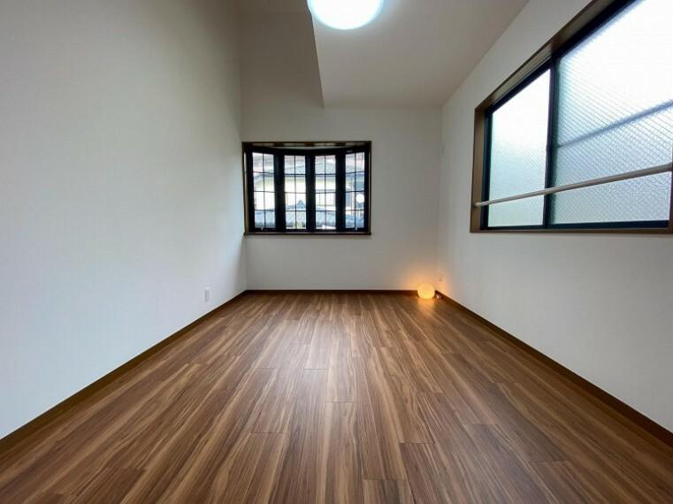 洋室 環境の良い場所にセンス良く暮らしたい、こだわりの室内には至福のシーンが繰り広げられます。