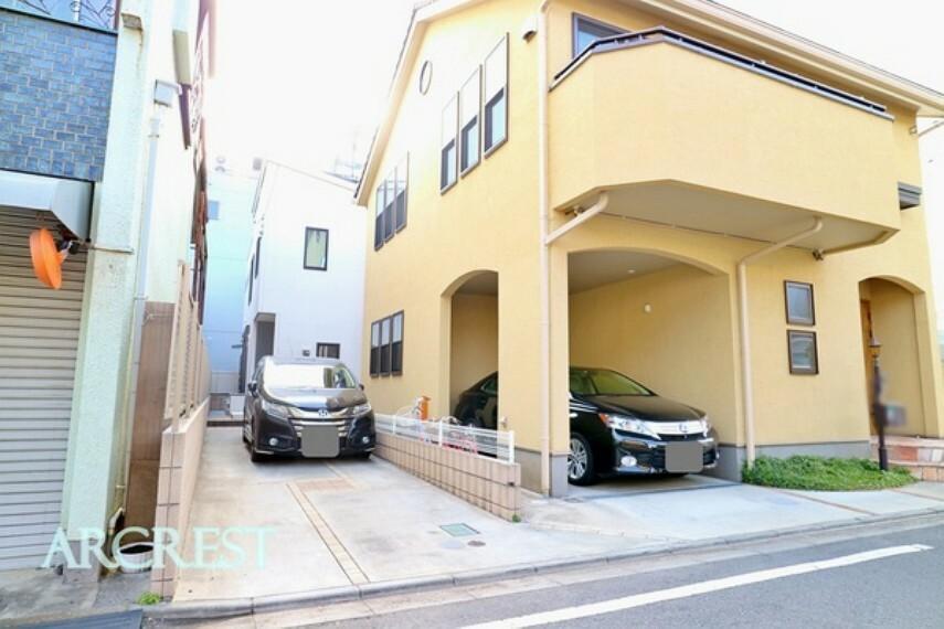 外観・現況 車が2台停められる駐車スペース