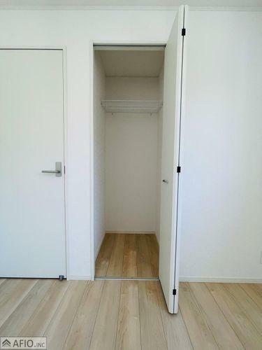 収納 クローゼットは、高さ・奥行きもあり、丈の長い衣類もラクラク収納可能です