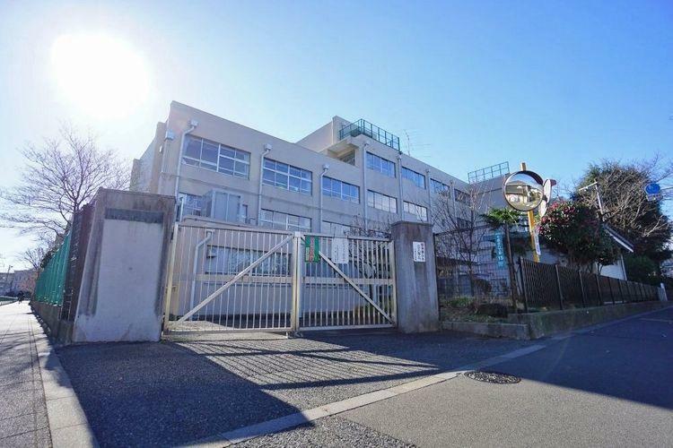 中学校 世田谷区立千歳中学校 徒歩20分。