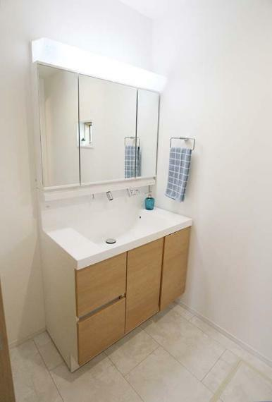 完成予想図(内観) 大きな鏡と明るい洗面所は身支度もしやすい!【施工例】