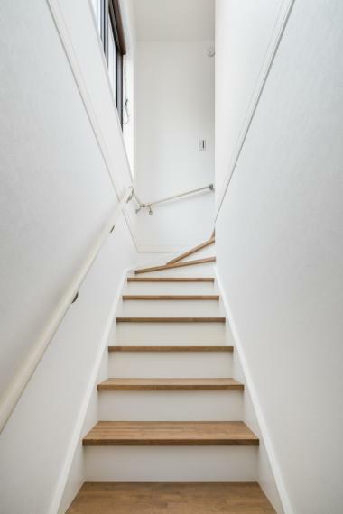 完成予想図(内観) 3階建てでも上り下りしやすいように一段一段の高さにも工夫を取り入れました。【施工例】