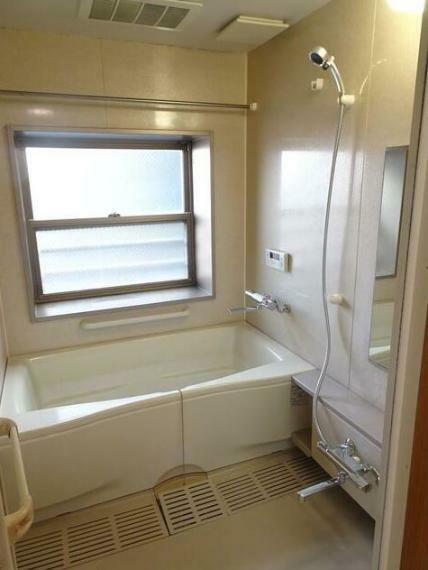 浴室 窓有り!一坪以上! 浴室暖房乾燥機付き。