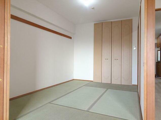 和室 しっとり落ち着いた雰囲気の和室。