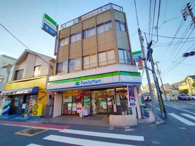 コンビニ ファミリーマート富士見ケ丘店 徒歩4分。