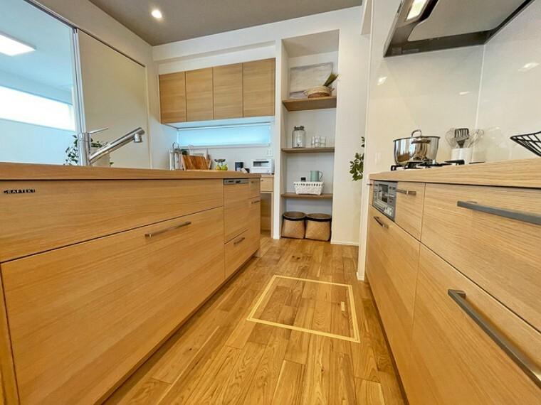 キッチン グラフテクトキッチン【1号棟】  インテリア性の優れたデザインキッチンです。シンクとコンロ部分がセパレートになったデュエタイプ。動きが少なく効率的に料理が出来ます。