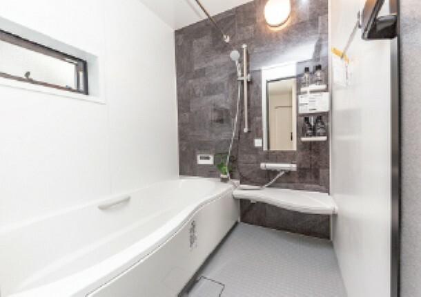 リクシルシステムバスルーム「アライズ」  浴室乾燥機、エコフルシャワー、キレイサーモフロア、サーモバスSなど充実装備のシステムバスルームです。