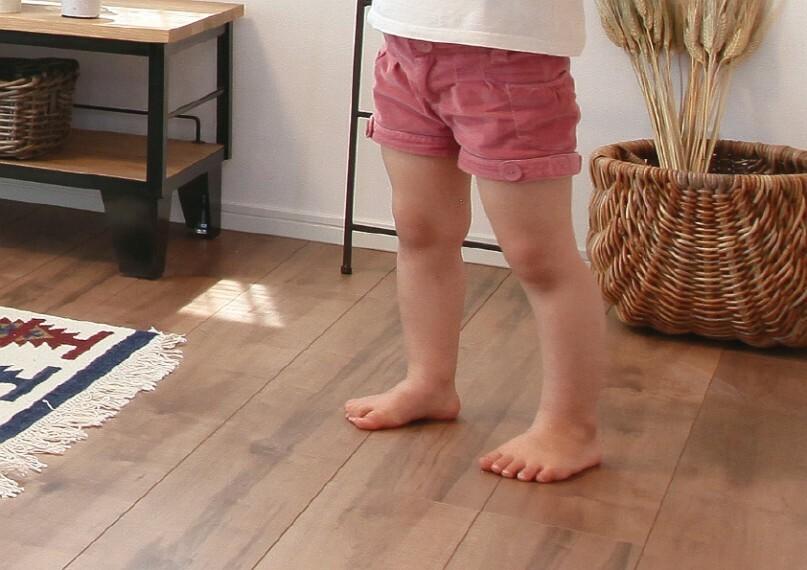 冬でもポカポカ心地よい床暖房  部屋全体を均一にムラ無く暖めます。温風によるホコリの舞い上げも無く、小さなお子さまにも安心です。