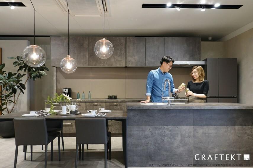 キッチン 【家族がつながるキッチン】  家族がくつろぐリビングと同じ空間で料理ができるオープンキッチンは、料理を通してコミュニケーションを取る場所にもなります。おうちごはんが楽しくなるキッチンです。