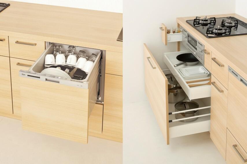 【食洗器と多彩なキャビネット】  キッチンと一体感のあるデザインの食洗器。静かにゆっくりと閉まるソフトクロージングシステム機能のキャビネットは、シンク下やコンロ周りにも充実した収納力があります。