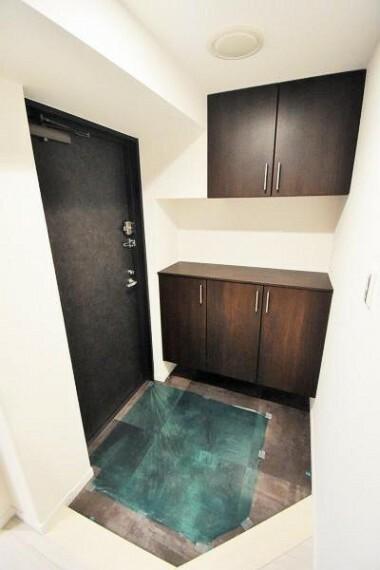 玄関 大容量の収納スペースで玄関廻りもスッキリ