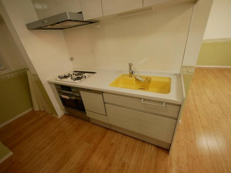 キッチン 毎日使う水回りだからこそ、使いやすさ・機能性・収納力の三拍子が揃ったシステムキッチンを採用です。