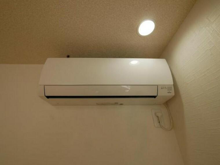 冷暖房・空調設備 新生活をすぐに始めることが出来るエアコン付きです。購入すると高い設備が設置されているのは嬉しいですね。