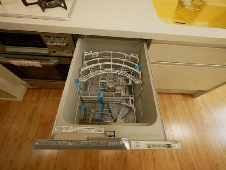 面倒な洗い物もボタン一つで完結。油汚れもパワフルな洗浄力で洗い流してくれるビルトイン食洗機は、手洗いでは出来ない高温での洗浄が可能で殺菌効果も発揮します