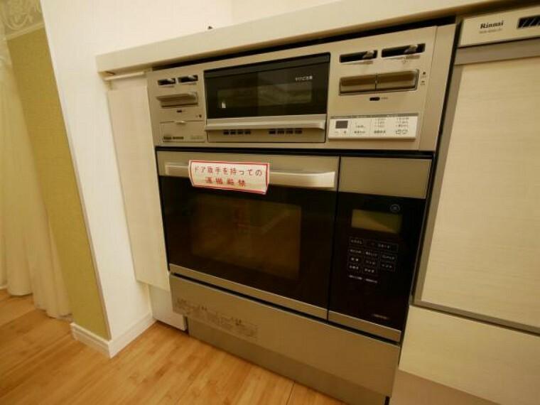 グリルだけでなく、オーブンも設置しました。お料理のレパートリーが増えそうですね。お料理好きの奥様に喜ばれる設備です。