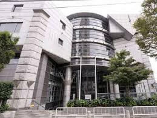 図書館 北区立滝野川図書館まで742mです。