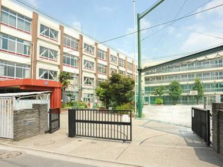 小学校 北区立滝野川小学校まで614mです。