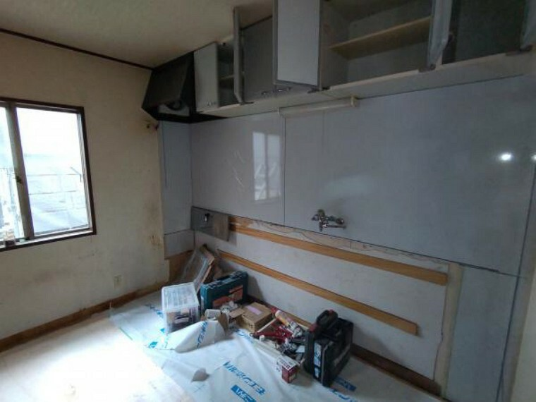 キッチン キッチンはシステムキッチンに新品交換予定です。