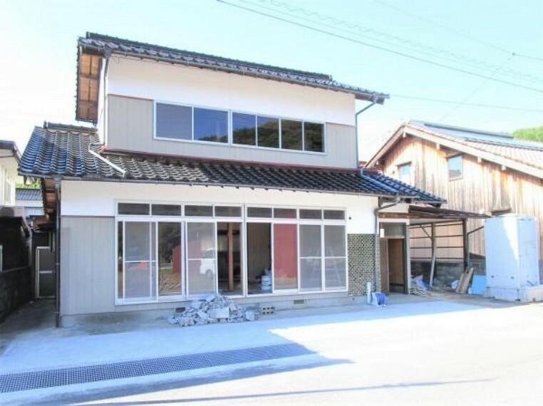 外観・現況 【リフォーム中】閑静な住宅地にある3SLDKのお家です。外壁は塗装を予定しています。