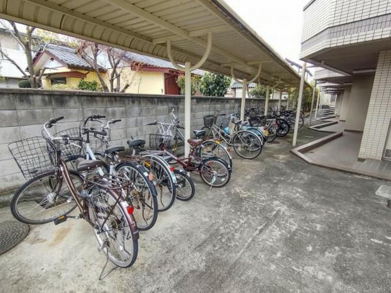 【リフォーム済】敷地内には無料の駐輪場があります。わざわざ車を出す距離でもない場所へ行くなら自転車が便利ですね。