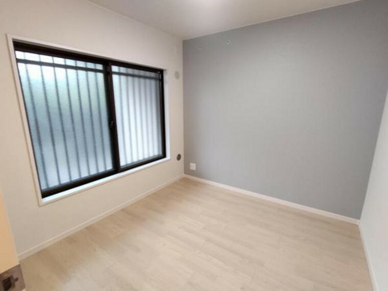【リフォーム済】4.5帖の洋室です。クロスの張替と照明交換、フローリング張替を行いました