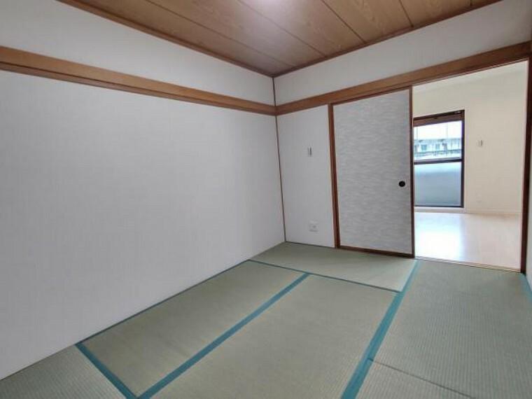 【リフォーム済】和室の写真です。畳の表替えとクロスの張替、照明交換を行いました。