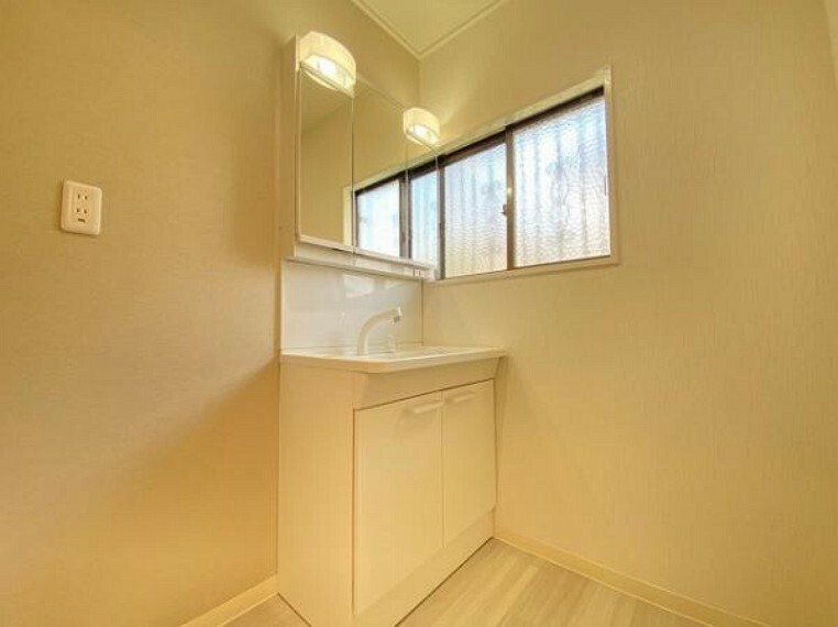 洗面化粧台 忙しい朝の身支度もはかどる独立洗面台