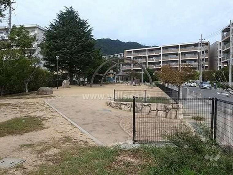 敷地に隣接する住吉山手公園