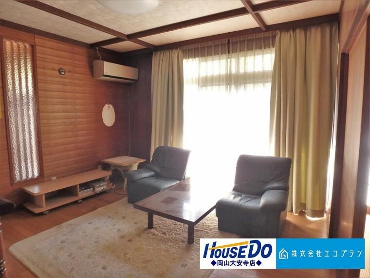 洋室 お部屋の隅々まで明るい印象の居室。おひさまの光を、爽やかな風をたっぷりと取り込めます