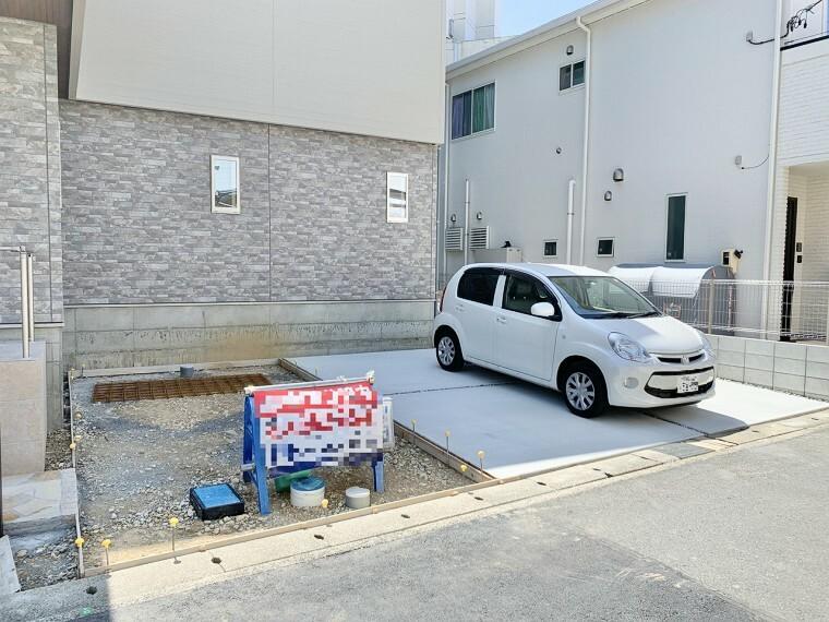 駐車場 最大3台駐車可能なゆとりあるカースペース。 目の前が駐車場だと、雨の日も、大量にお買い物をした時も便利ですよね