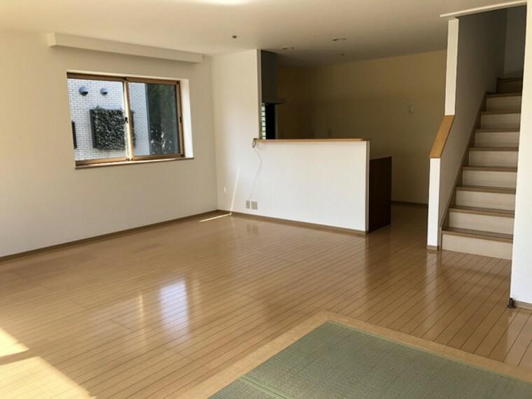 居間・リビング 家族との距離が縮まるリビング階段