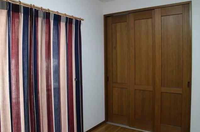 洋室 全室カーテン付き