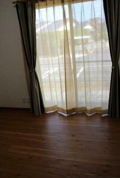居間・リビング 全室カーテン付き