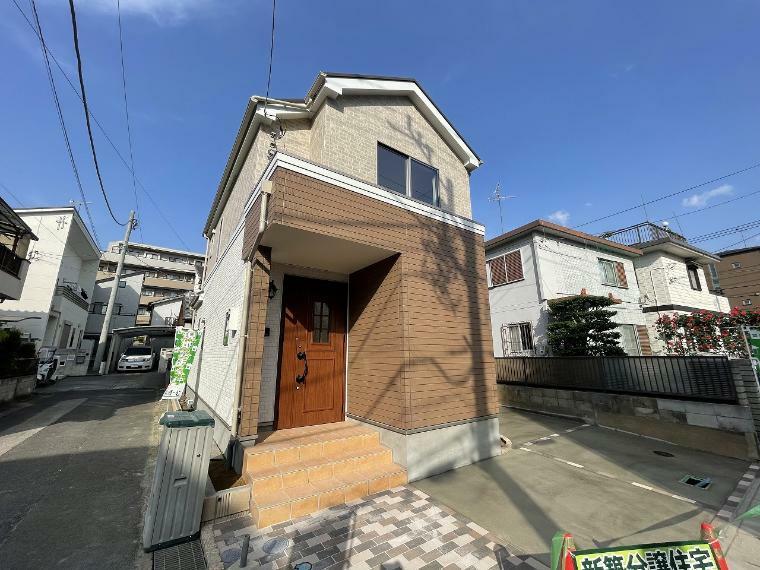 現況外観写真 2路線使える東川口駅徒歩11分の好立地 開放的な角地で車庫2台可能!お見逃しなく!
