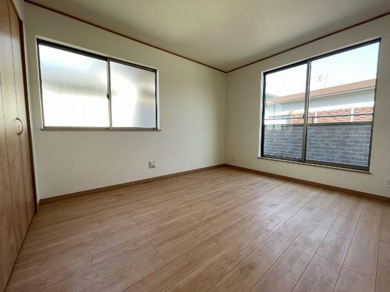 洋室 居室は全て南向き 洋室は全て6帖超え ゆったりスペースでお子様が大きくなっても問題なく使えます