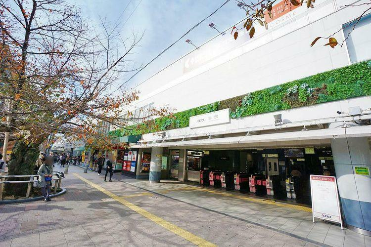 仙川駅(京王線) 徒歩17分。京王線快速と区間急行が停車する仙川駅。フレンテ仙川やクイーンズ伊勢丹など、駅近くにお買い物施設も豊富にございます。キューピーのマヨネーズ工場が見学できるマヨテラスは人気…
