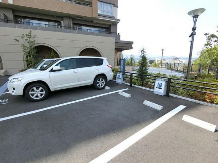 敷地内駐車場 スーパーが徒歩圏内にあり買い物に便利です