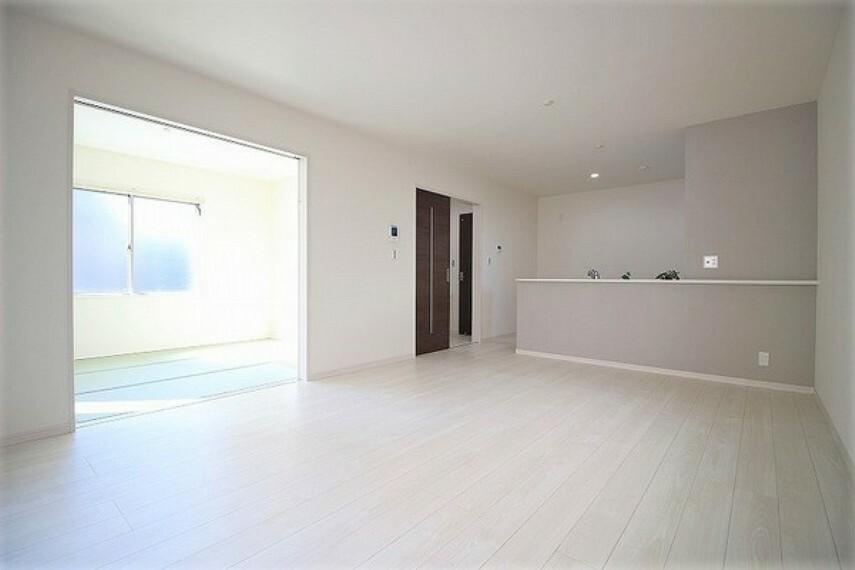 居間・リビング ・建設中の為同仕様写真を使用しております。