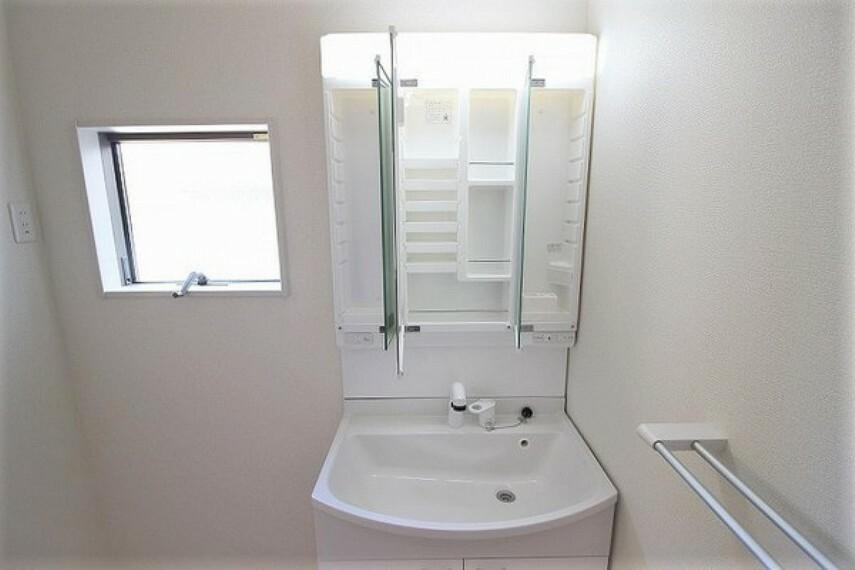 洗面化粧台 ・建設中の為同仕様写真を使用しております。