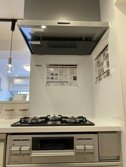 キッチン お掃除しやすいガラストップコンロです。